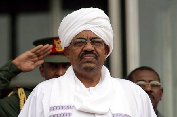 نقل الرئيس السوداني السابق عمر البشير إلى سجن انفرادي بالخرطوم