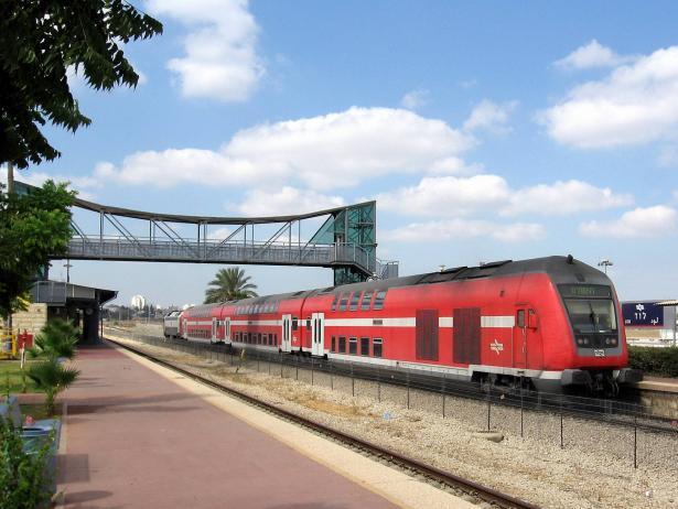 بعد حالة من الشلل في القطارات، الزام الادارة والمستخدمين بالتوصل الى اتفاق، والشمس تواكب التطورات