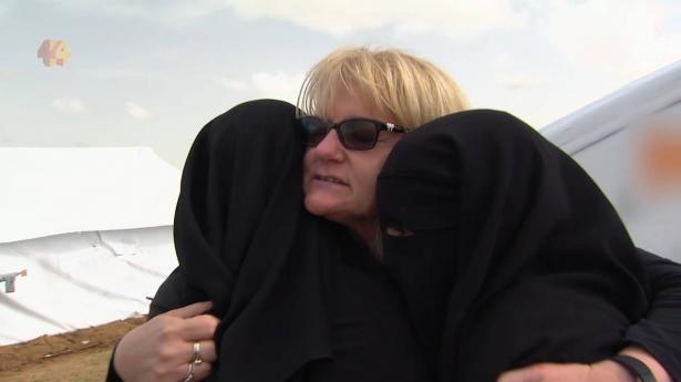 جدّة استرالية تلتقي أحفادها في مخيمّ الهول بسوريا