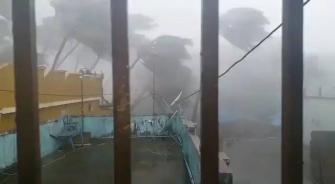 الهند تسابق الإعصار
