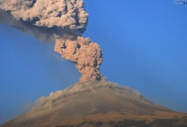 شاهد.. لحظة انفجار أخطر بركان في العالم بالمكسيك