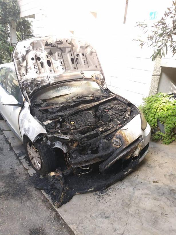 كفركنا: مجهولون يحرقون سيارة الصيدلاني وسيم عواودة