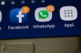 قريبا.. يمكنك مشاركة Status واتس آب على فيس بوك