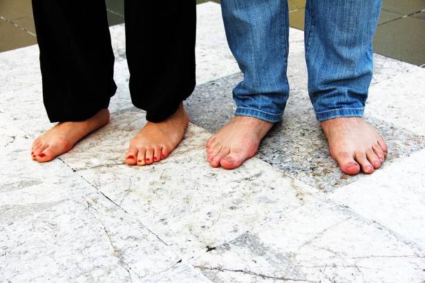 علامات خفية على قدمك قد تكشف عن أمراض خطيرة