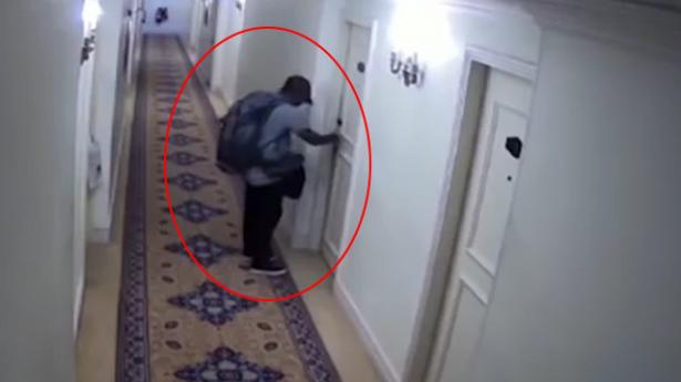 فيديو جديد يظهر لحظة هجوم الإرهابي على فندق في سريلانكا