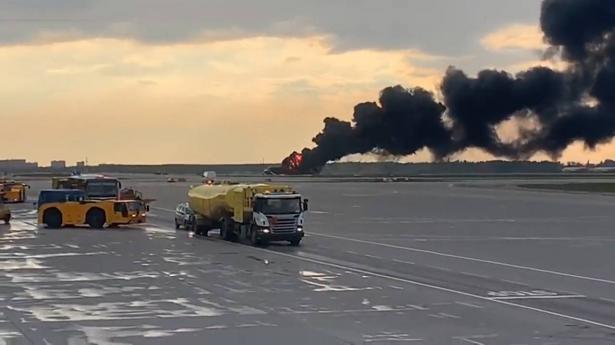 41 قتيلا بحريق اندلع في طائرة روسية بمطار موسكو