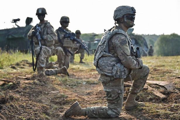 نيويورك تايمز: وزير الدفاع الأمريكي قدم خطة عسكرية لإرسال 120 ألف جندي إلى الشرق الأوسط