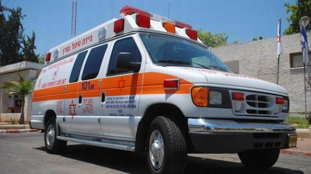 اصابة خطرة لعامل سقط عليه جسم ثقيل في ورشة بناء