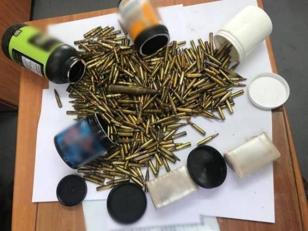 ضبط اسلحة وذخيرة وزجاجات حارقة في كفرمندا وسخنين