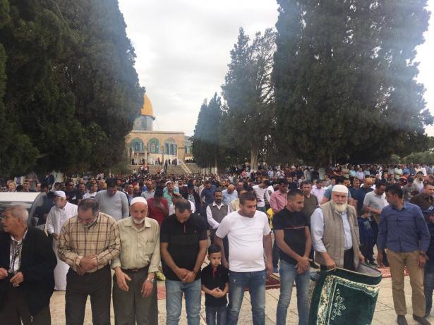 70 الف مصلٍ أدوا صلاة الجمعة الأخيرة من شعبان في المسجد الأقصى
