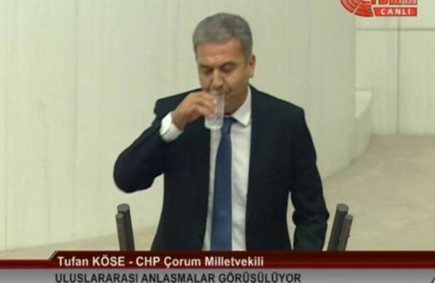 مشادات بعد شرب نائب تركي معارض الماء بنهار رمضان (شاهد)