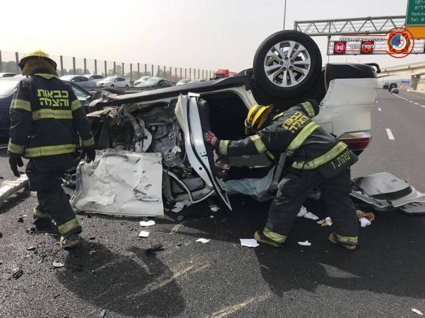 حادث مروع على شارع 6 بين شاحنة وسيارة يسفر عن اصابات خطرة