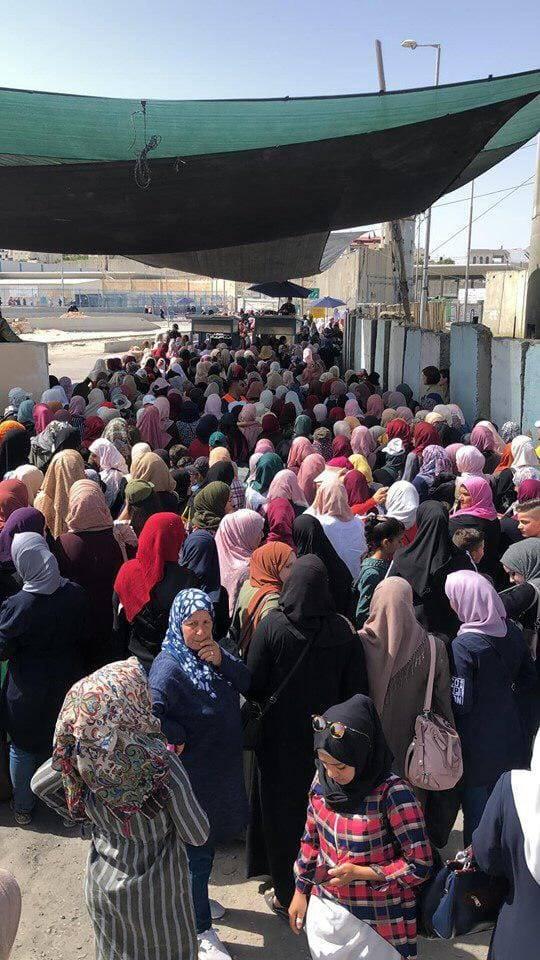 شاهد بالصور: عشرات الآلاف يؤمّون المسجد الأقصى لاداء صلاة الجمعة