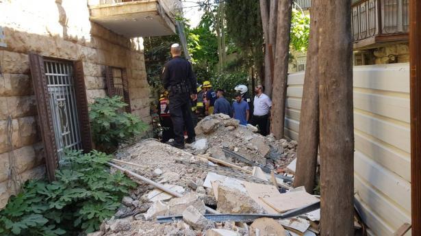 تخليص عامل من تحت الركام في ورشة ترميم في القدس