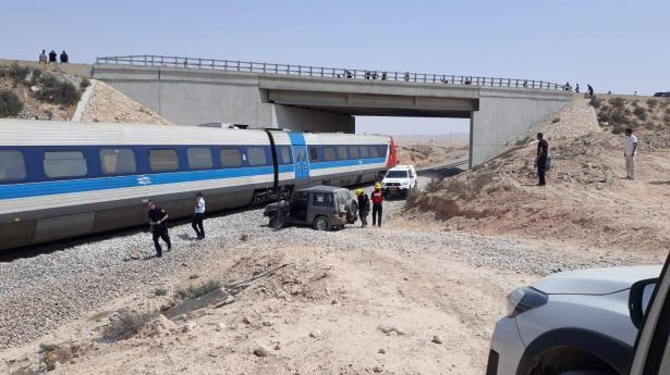 قطار يصطدم بسيارة دفع رباعي بين ديمونا وبئر السبع