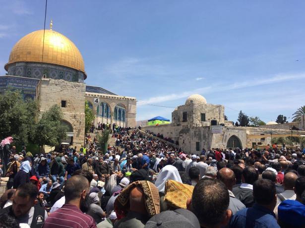 قرابة 180 ألف مصلٍ يختتمون الجمعة الأولى من رمضان في المسجد الأقصى
