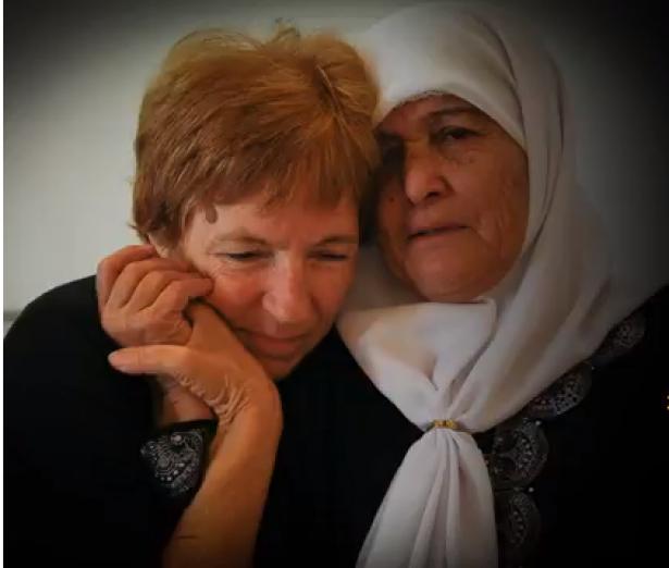 العليا تسمح لعائلات فلسطينية دخول البلاد للمشاركة بأمسية تضم عائلات ثكلى فلسطينية واسرائيلية، أيالا شيلو وآدم ربيع يتحدثان للشمس