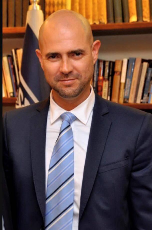 بعد أن قدم مشروع قانون الحصانة لحماية نتنياهو من تهم الفساد، تعيين أمير أوحنا وزيرًا للعدل