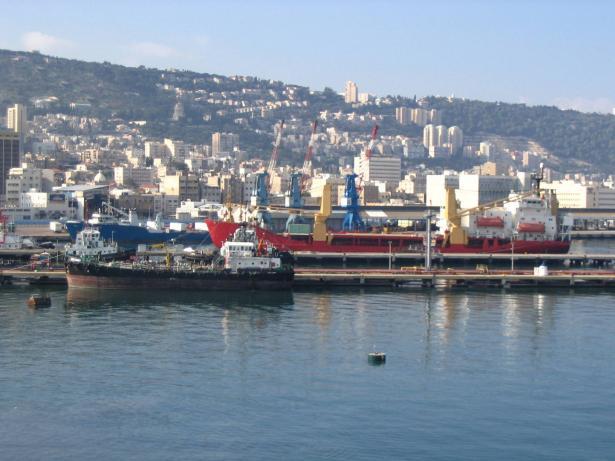 مصادر عبرية: اندلاع النيران بسفينة ابحرت من تركيا الى حيفا