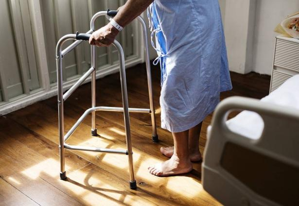 الشمس تناقش قرار تشجيع صناديق المرضى لضم مسنين ومرضى وإلى أي مدى سيستثمر بالشكل الصحيح في المجتمع العربي