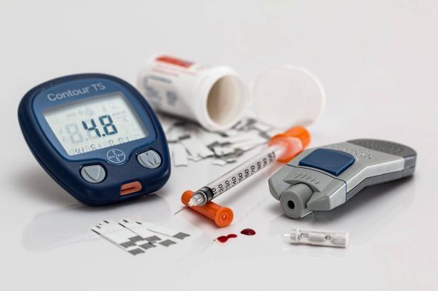هل يمكن للحوامل ومرضى الضغط والسكري الصيام؟
