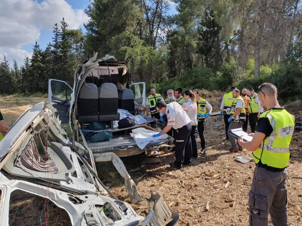 الحبس المنزلي لسائق الحافلة الضالع بالحادث الذي أدى الى مصرع 4 أشخاص أمس