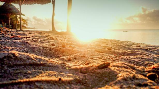 تحذيرات من موجة حر شديدة تضرب البلاد، الراصد الجوي للشمس: