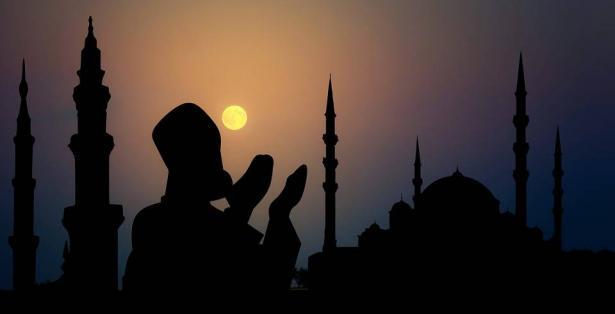18 دولة عربية تعلن اليوم أول أيام رمضان.. و3 دول أخرى تعلنه غدا الثلاثاء