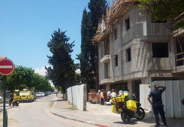 اصابة عامل بجراح بعد سقوطه من ارتفاع بورشة بناء في كريات بيالك