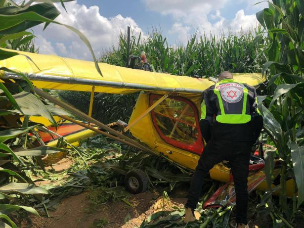 تحطم طائرة مروحية في منطقة مفتوحة واصابة سائقها
