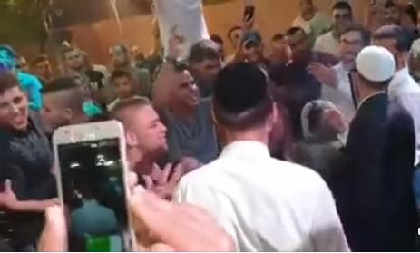 فيديو لمشاركة مستوطنين بحفل زفاف بقرية فلسطينية قرب رام الله يثير الغضب والاستياء