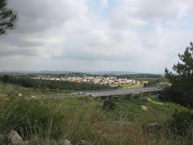المحكمة تجمد مناقصة أراضي في ميسر لعدم تخصيصها لاهالي القرية