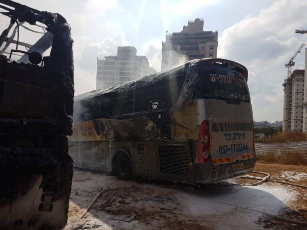 حريق بـ3 حافلات في بني براك