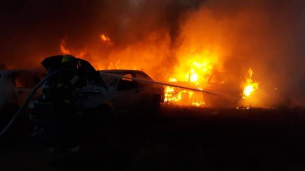 6 طواقم اطفاء تشارك في اخماد حريق بمصنع بلاستك قرب شفاعمرو