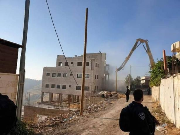 البدء بعملية هدم حي (وادي الحمص) في قرية صور باهر في القدس