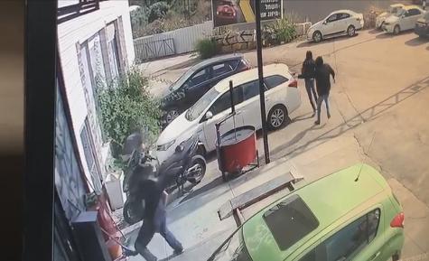 شاهد: توثيق اطلاق النار على شابين في جلجولية