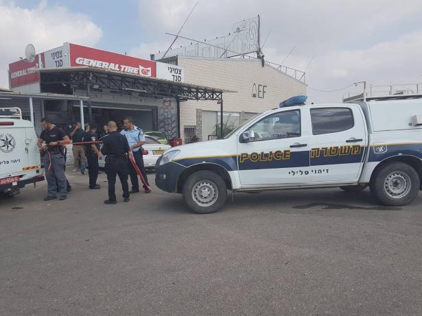 جلجوليه: اطلاق نار تجاه محل تجاري واصابة شاب بجراح متوسطة