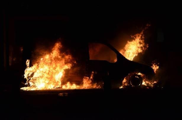 اضرام النار بسيارة رجل من نحف