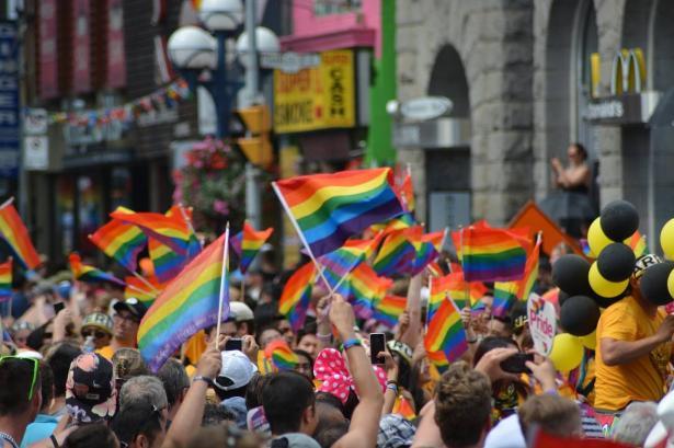 الشمس تفتح ملف المثليين، المعيكي للشمس: مجتمعنا ينبذهم ويؤجج العنف ضدهم، عثمان: نرفض توجهات عنصرية بسبب ميول جنسية