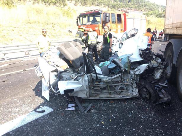 حادث مروع بين شاحنة وعدد من السيارات على شارع 70 يسفر عن اصابة خطرة لرجل