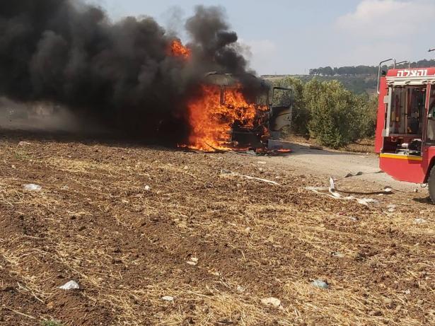 احتراق شاحنة في كفر مصر ونجاة السائق