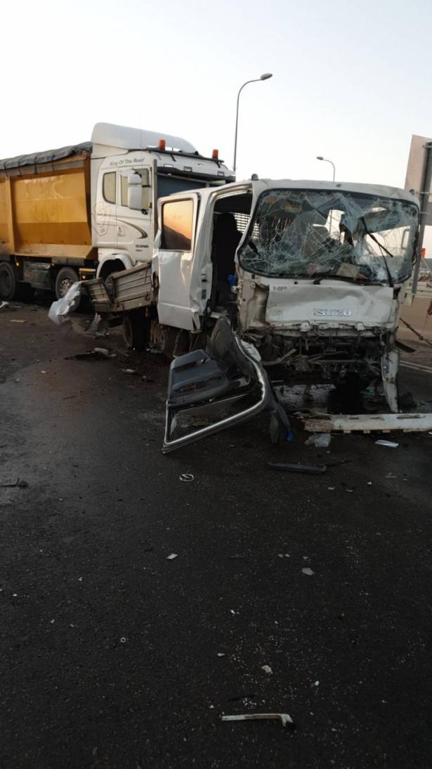 اعتقال سائق شاحنة من النقب بتهمة اصطدامه بـ 6 مركبات والتسبب بوفاة شخص
