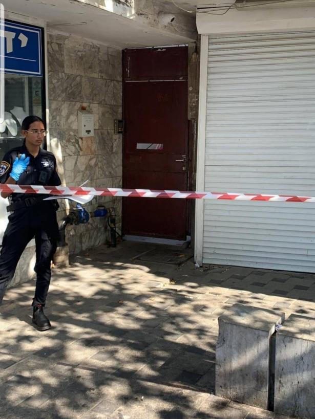 الشرطة: وفاة شاب بعد سقوطه من علو خلال اقتحام منزل