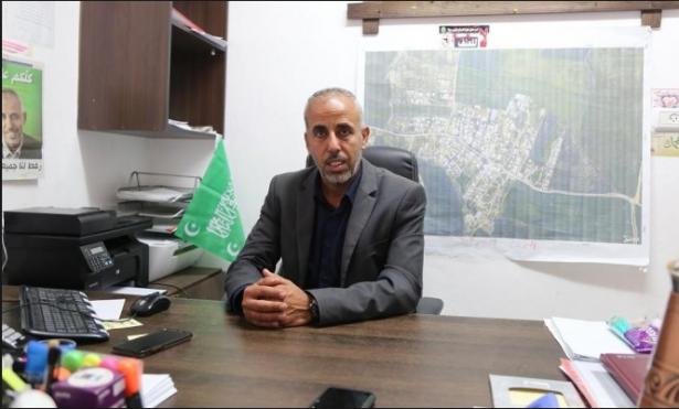 فايز أبو صهيبان للشمس: أستبعد أن تكون خلفية القاء القنبلة على منزلي بسبب الميزانية