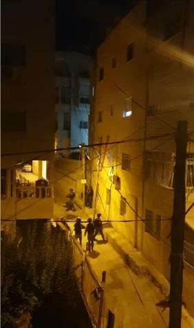 شاهد: اقتحامات الشرطة في حي العيساوية وترويع السكان