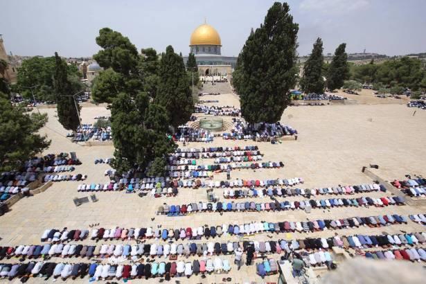ردًا على منع إقامة صلاة العيد في الأقصى، دعوة لإغلاق مساجد القدس وصلاة جامعة في الأقصى