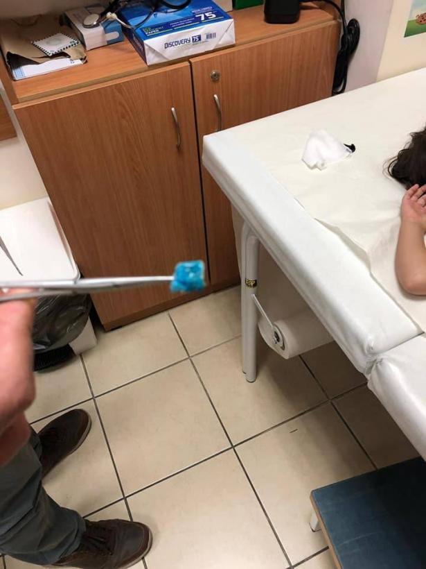 استخراج قطعة معجون كانت مستقرة لمدة عامين ونصف في أنف طفلة فحماوية
