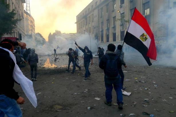 اشرف ابو الهول يتهم بحديثه مع الشمس الإخوان أنهم المحرك الرئيس للتظاهرات الأخيرة في مصر، وأن