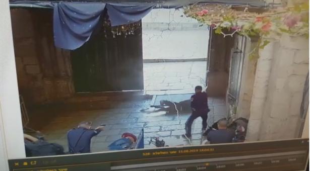 نسيم أبو رومي وحمودة الشيخ من العيزرية هما المشتبهان بتنفيذ عملية الطعن في القدس
