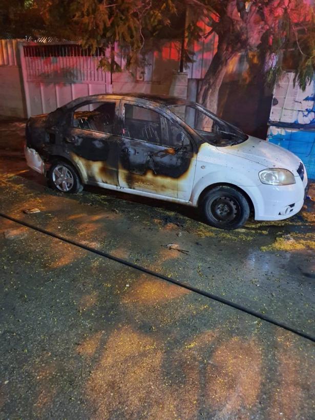 اندلاع حريق بسيارتين في تل السبع وتحقيق لمعرفة الأسباب